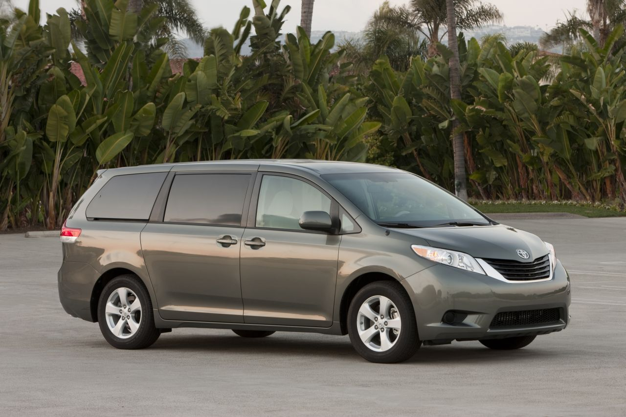 daily cars prius v camry and sienna selected as best family cars of 2012. Black Bedroom Furniture Sets. Home Design Ideas