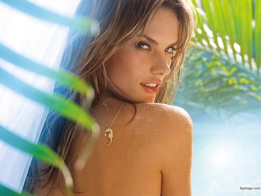 http://4.bp.blogspot.com/-BCpurR7vaoA/TgiNOgD7GsI/AAAAAAAAMKM/3rk7Ftm7dO8/s1600/Alessandra+Ambrosio+%25286%2529.jpg