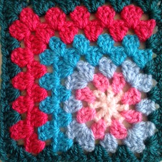 Cicely: an off-centre granny square pattern