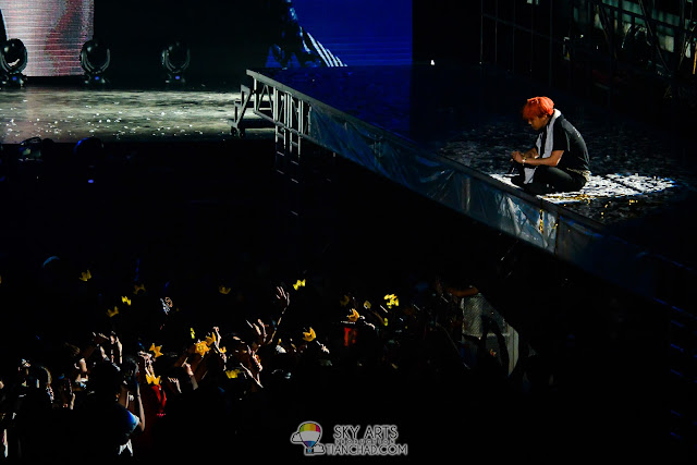 A quiet and close interaction between G-Dragon and BBVIPs