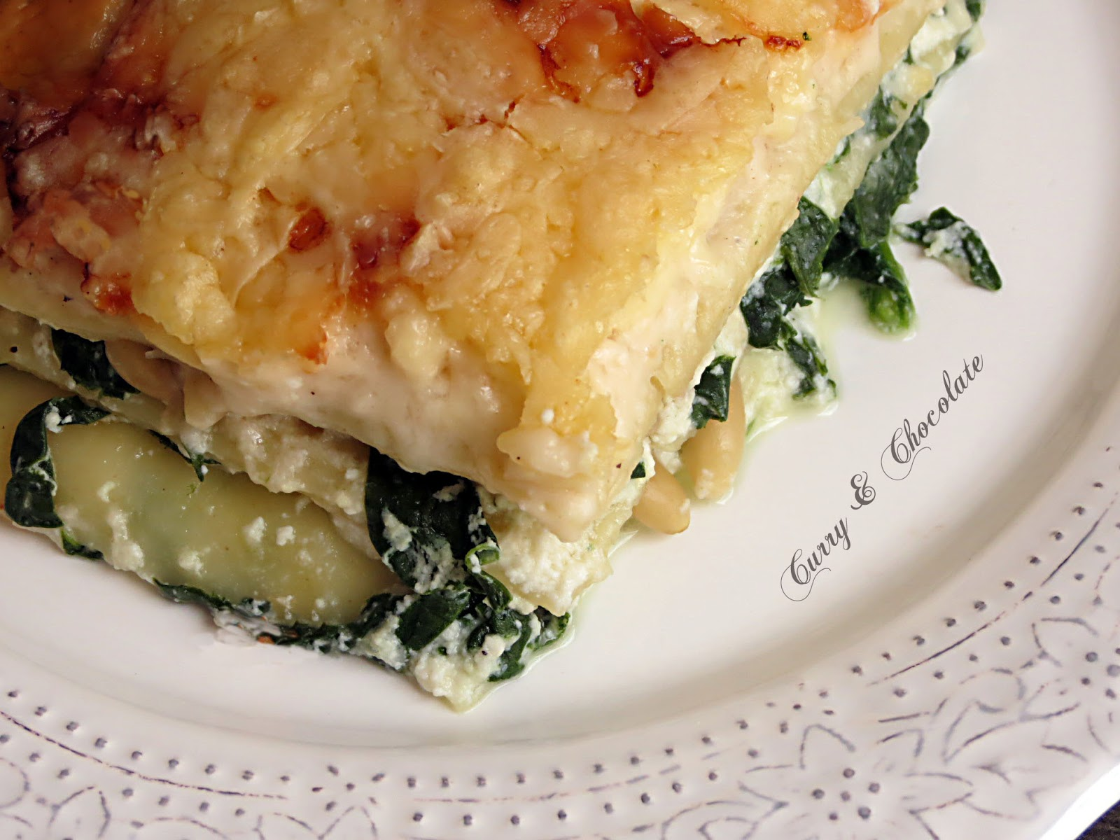 Lasaña vegetariana a los tres quesos con espinaca y piñones –  Spinach and three-cheese lasagne with pine nuts