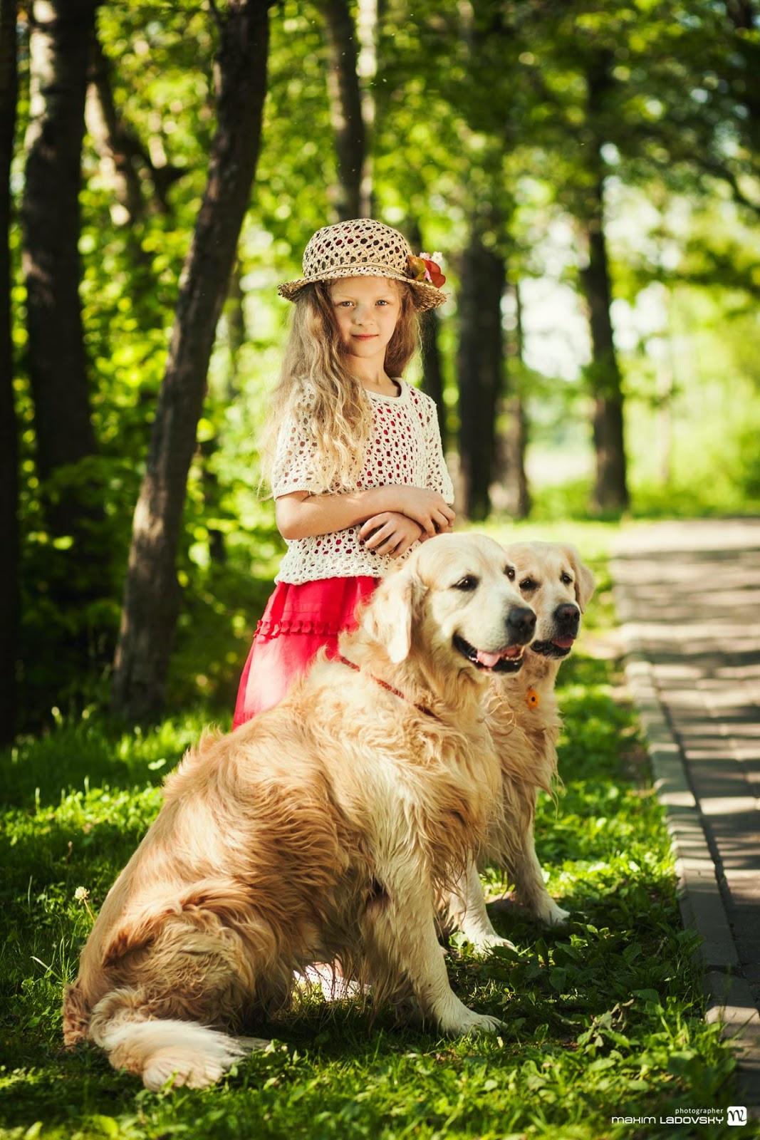милая фотосъемка девочки с собаками