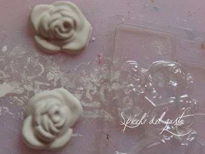 rose di gesso ceramico