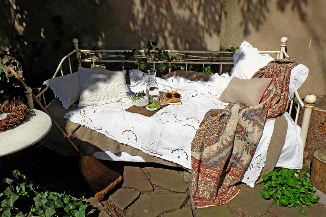minza will sommer fr hling ohne blatt im bett. Black Bedroom Furniture Sets. Home Design Ideas