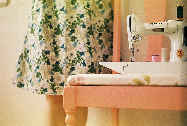 Sewing+Machine+(1) Wonderful Analog Photos of Vintage Sewing Machines