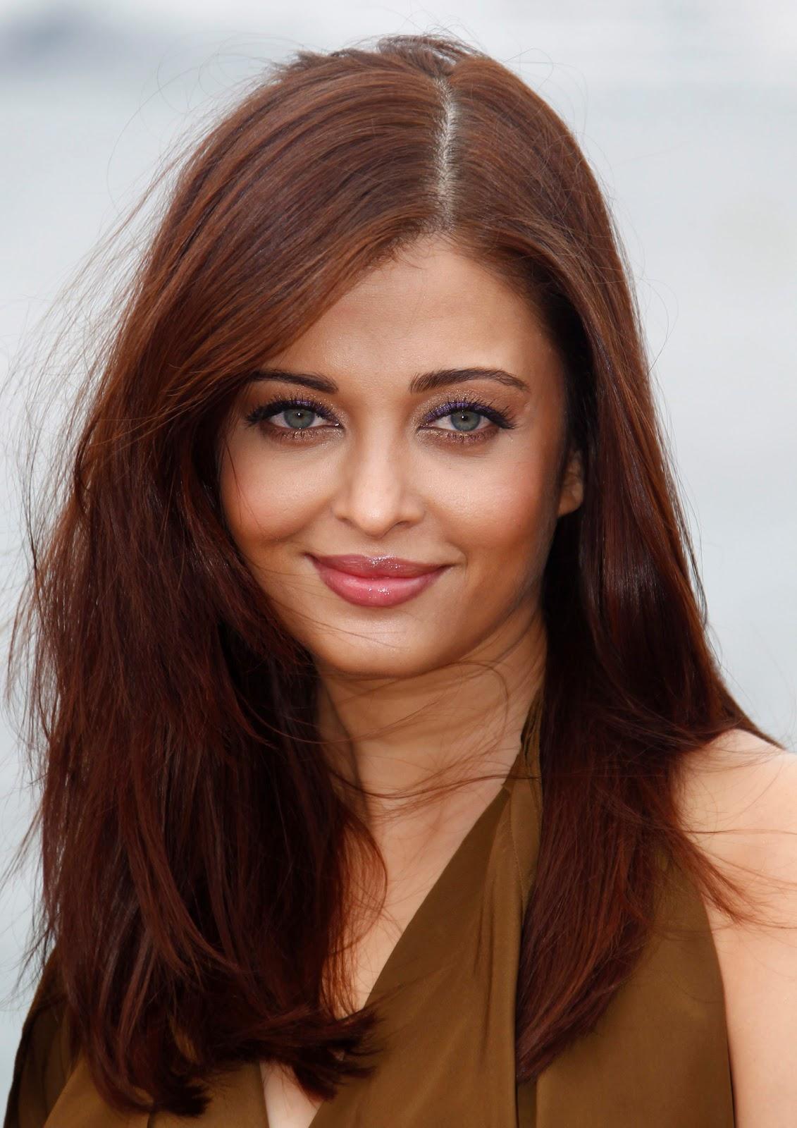 http://4.bp.blogspot.com/-BEX7qvvQULg/Tmvha3-jxgI/AAAAAAAABSE/L9MyB302wU4/s1600/Aishwarya-Rai-Heroine-Photocall-at-CFF-May-13-2011.jpg