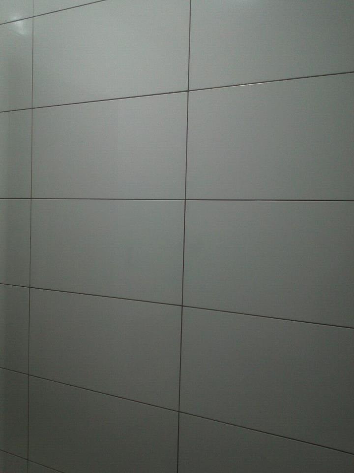 REFORMA e DECORAÇÃO  NOSSO PEQUENO AP Revestimento do banheiro está caminhando # Azulejo Cozinha Horizontal