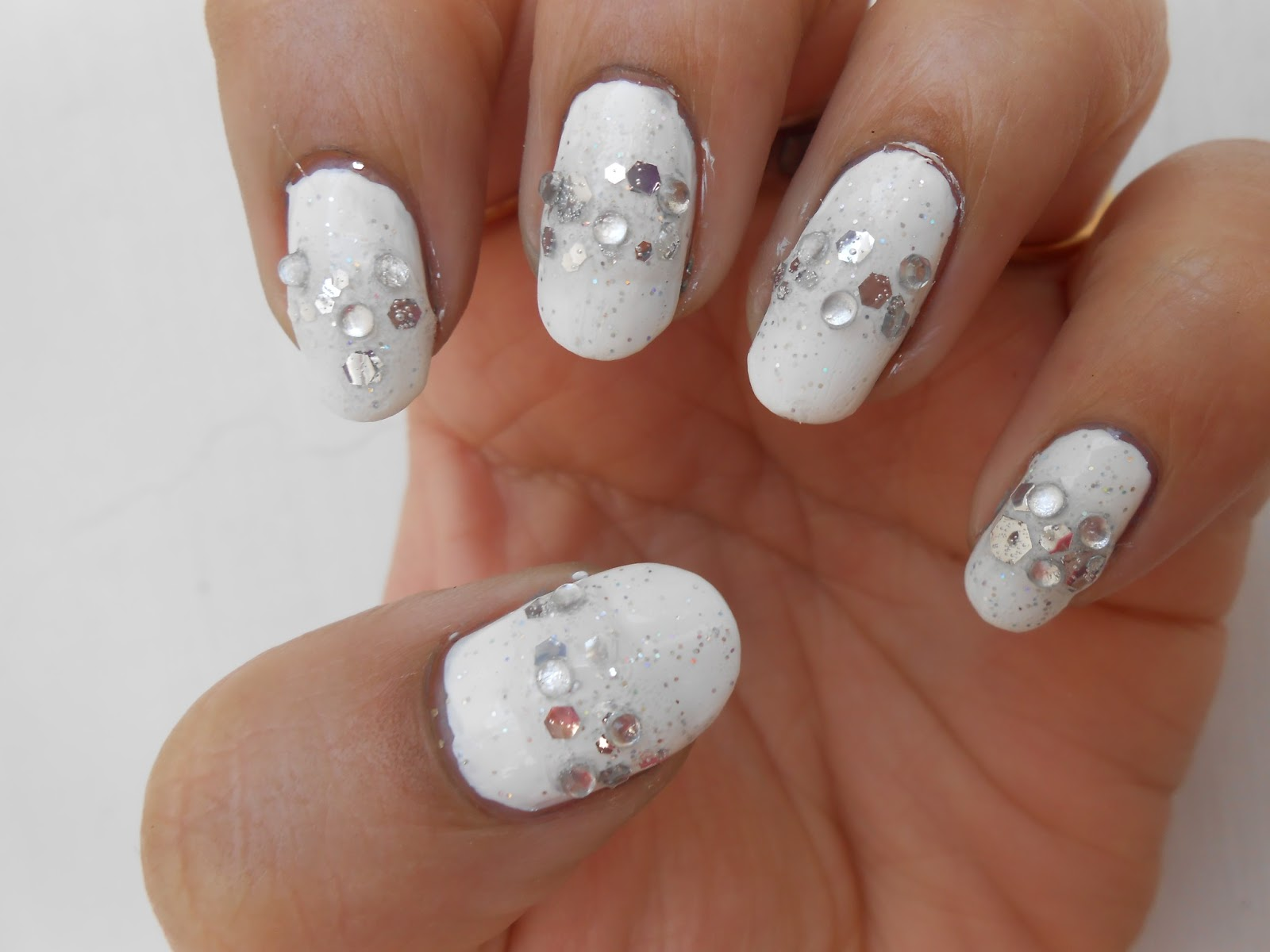 Cute nails: Girly Girl Nail Art Challenge Week 2: Gimme That Bling