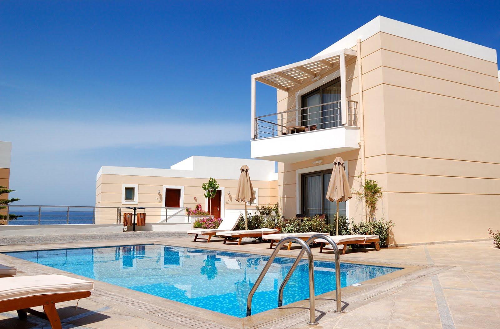 Banco de im genes residencia junto a la playa con hermosa for Piani del cortile con piscine