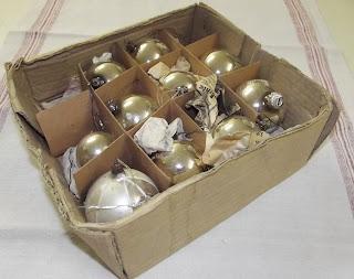 http://www.ebay.de/itm/10-alte-Weihnachtskugeln-verschiedener-Grose-Shabby-Franske-/301032025357?pt=Saisonales_Feste&hash=item4616e82d0d