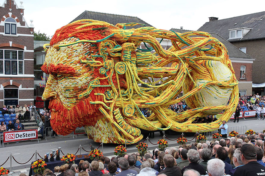 """Our grannies and granddads started it in 1936 and we still can't have enough of it"" - 19 Giant Flower Sculptures Honour Van Gogh At World's Largest Flower Parade In The Netherlands"