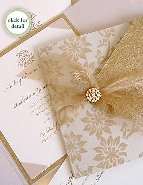Si vas a la imprenta puedes pedirles que utilicen tinta dorada para hacer los decorados de la invitación y la técnica de impresión en serigrafía logra