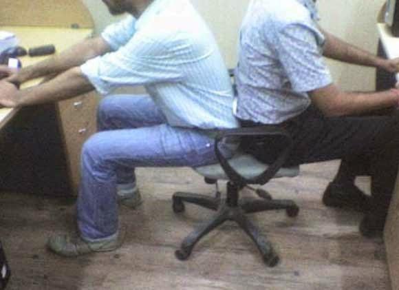 كرسي لـ اثنين من الموظفين