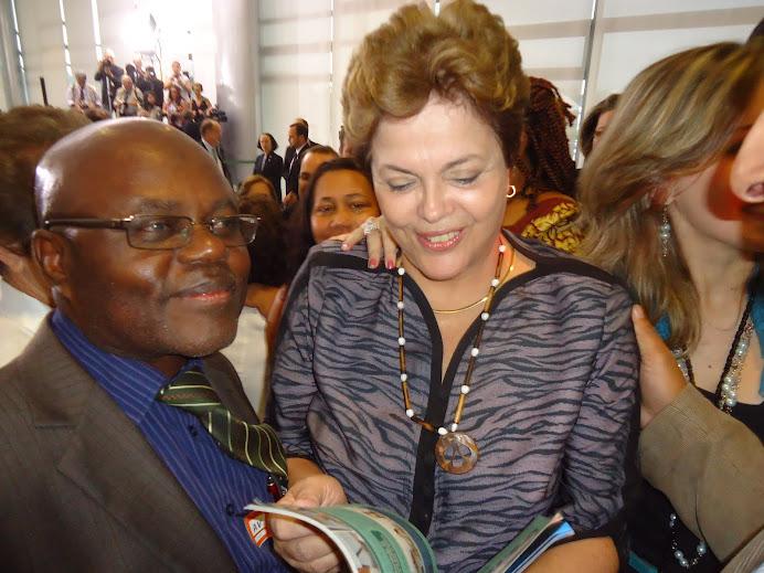 Prof. Pedro Kitoko e Presidenta Dilma - posse CONSEA Nacional