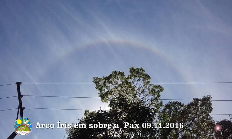 Arco-íris bênçãos sobre a Pax