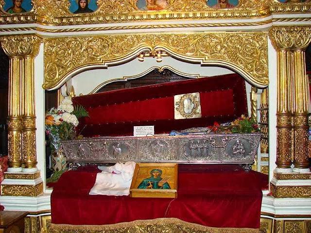 Το αδιάφθορο σεπτό λείψανο της Οσίας Παρασκευής της Επιβατινής ή Νέας. Καθεδρικός Ναός, Ιάσιο, Ρουμανία.http://leipsanothiki.blogspot.be/