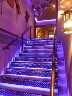 Рок Бар RockIT - стълбище към долното ниво
