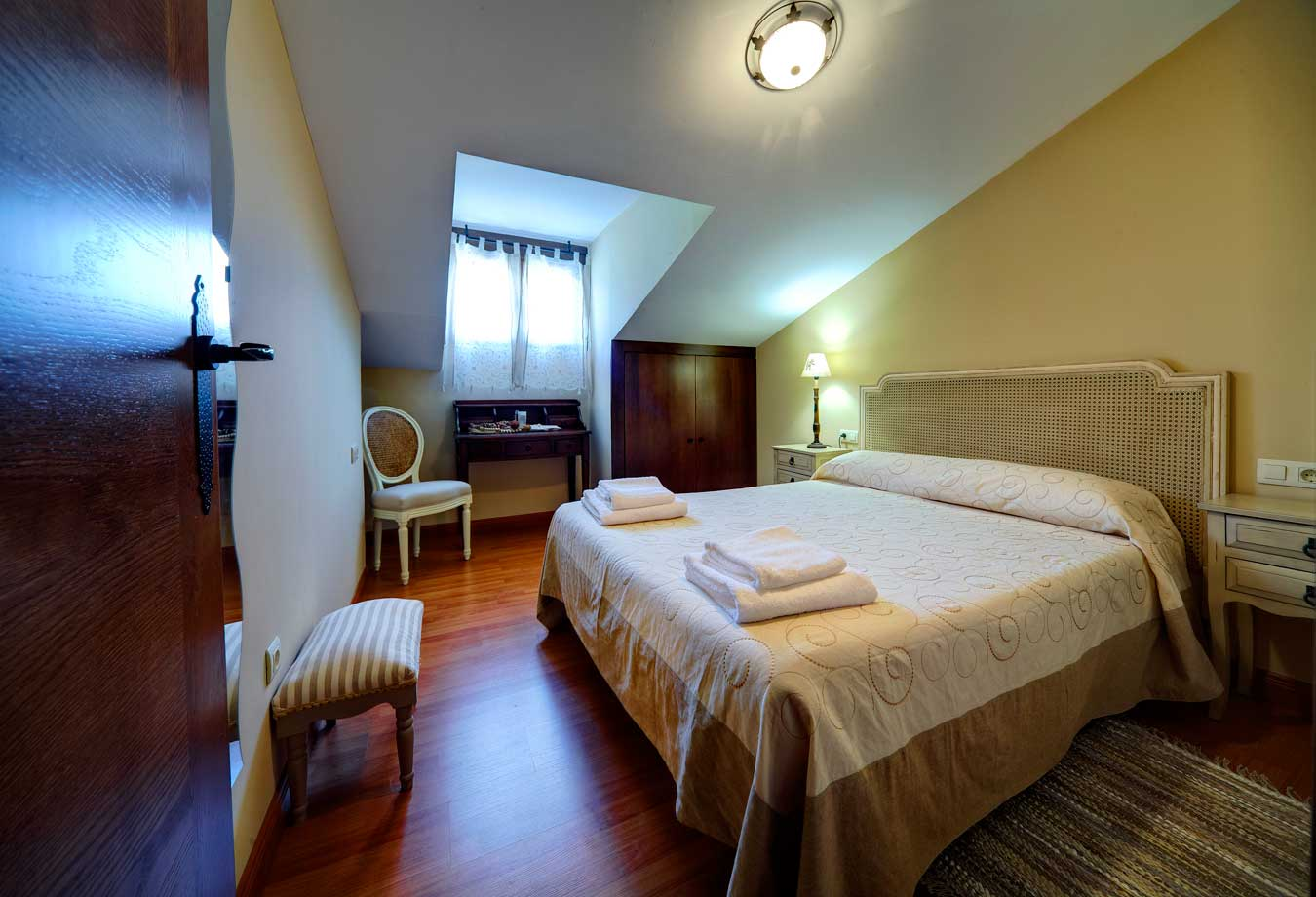 Apartamentos rurales senderos del jerte apartamentos 4 6 plazas - Habitaciones abuhardilladas ...