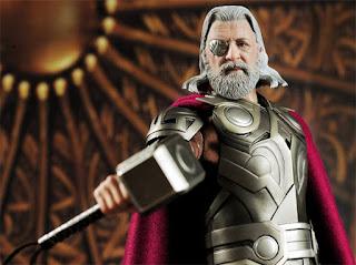 Odin con el martillo