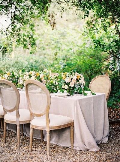 Belles photo inspiration mariage automne hiver décoration mariée chaises et tables de mariage décoration mariage champêtre