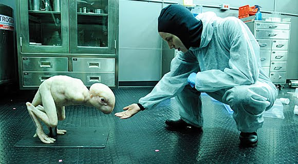 Monstruos híbridos humano-animal están siendo creados por científicos de todo el planeta...¿Por el bien de la humanidad?