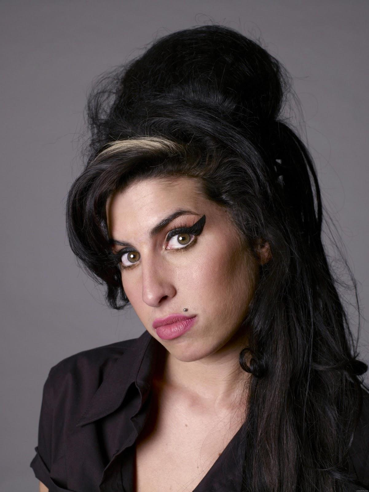 http://4.bp.blogspot.com/-BGftlAia3q4/TseZY2HC5XI/AAAAAAAACBU/5ESi_fhLoH0/s1600/Amy+Winehouse.jpg