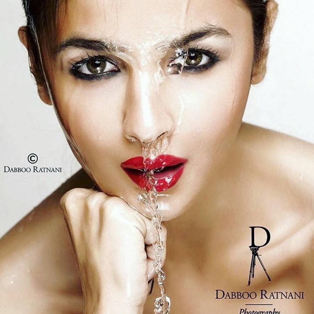 Shruti Haasan flashes deep cleavage in a sexy item Alia bhatt photoshoot for dabboo ratnani