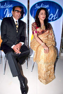 Dharmendra & Hema Malini on the sets of 'Indian Idol 6'