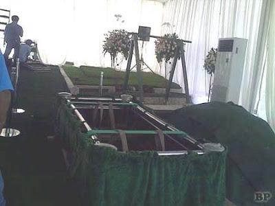 Pemakaman Olivia Dewi3