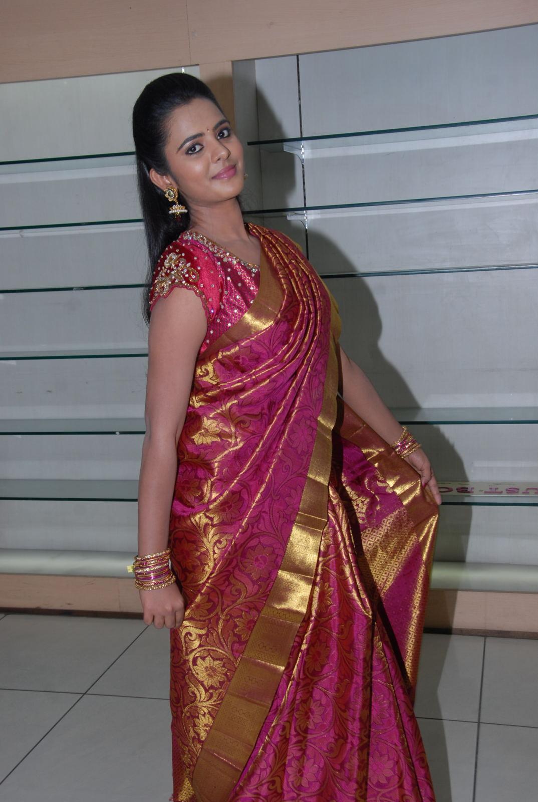 ethnic diva Manasa at kalaniketan bride and groom collection launch
