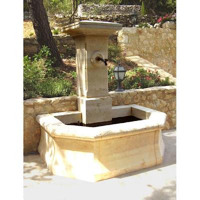 Fontaine de jardin en pierre taill e a colonne fontaine de jardin for Fontaine de jardin zinc