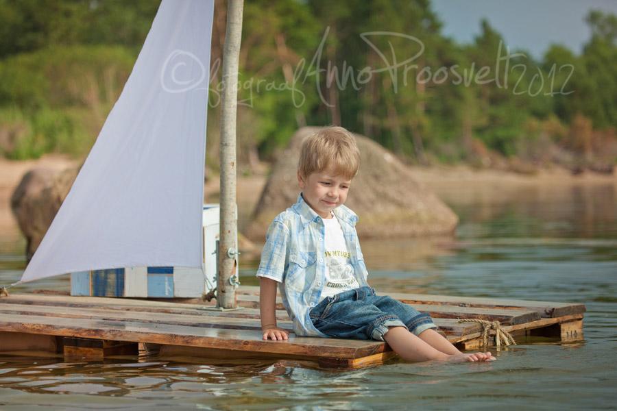 poiss-parvega-laulasmaa-rannas