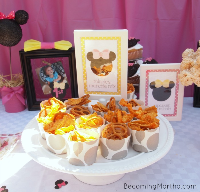 minnie mouse party decor the simply crafted life. Black Bedroom Furniture Sets. Home Design Ideas