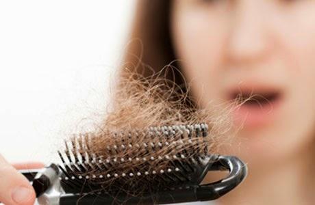 Cara menumbuhkan rambut secara alami yang sudah botak dengan menggunakan Minyak kelapa