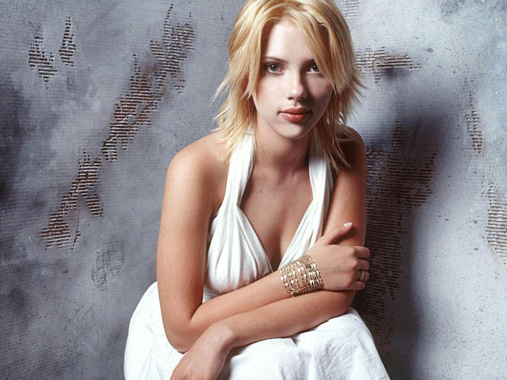 http://4.bp.blogspot.com/-BHoEbf3hR6U/Tmr42Ouo1uI/AAAAAAAAOgg/yJQicZx9dj0/s1600/Scarlett-Johansson_05.jpg
