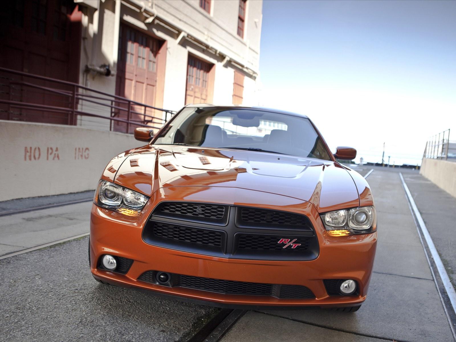 http://4.bp.blogspot.com/-BI7FaqGXj88/TYrc_RF68nI/AAAAAAAAAG4/1vo9dQuQTnI/s1600/Dodge-Charger-RT-AWD-2012-05.jpg