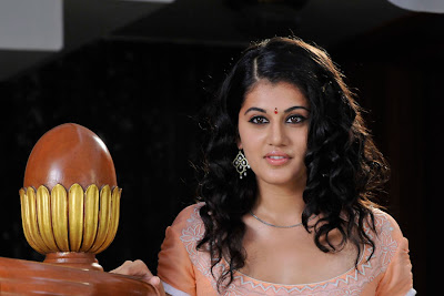 tapsee looking in mogudu hot images