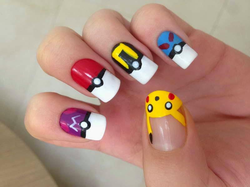 Decorado de uñas de osito fácil de para hacer, solo necesitamos muy pocos colores de esmaltes de uñas.