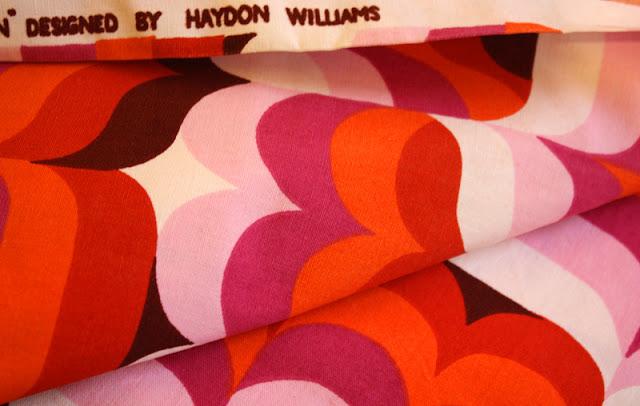 bunter Stoff Farben weiß, braun, pink, rosa, orange, rot