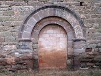 Porta romànica d'entrada de la capella de la Mare de Déu del Castell
