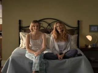 O casal de lésbicas Alex e Emma em comercial da K-Y Brand (Foto: Reprodução/YouTube)
