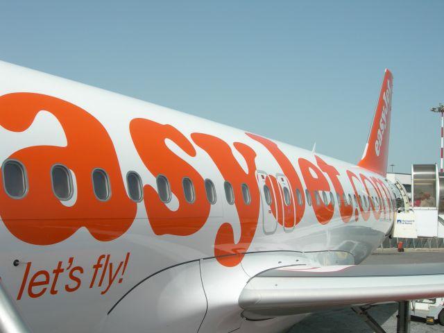 http://4.bp.blogspot.com/-BJ5cQwlRagc/ToDPq5f7ilI/AAAAAAAAADY/DRc_PopwZ-g/s1600/Easy+Jet.jpg