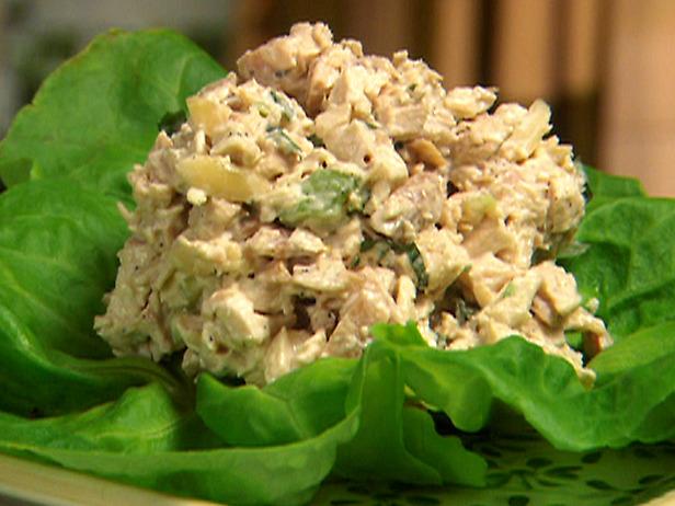 Салат с курицей и грибами и грецким орехом рецепт с пошагово в