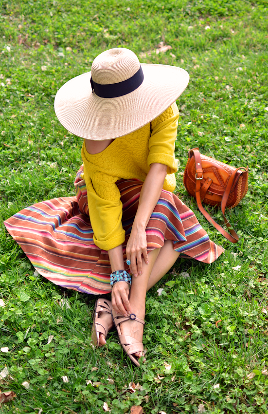Outfit with large sun hat