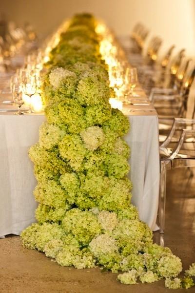 flores grandes en la mesa