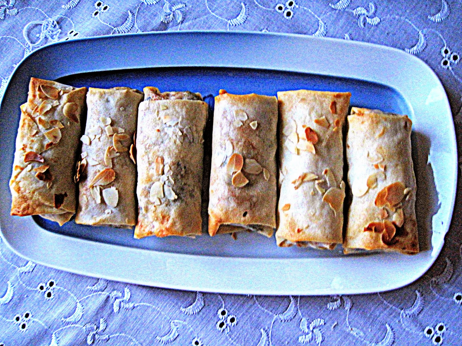 http://cupcakeluvs.blogspot.dk/2014/06/kylling-mandel-forarsruller-chicken.html