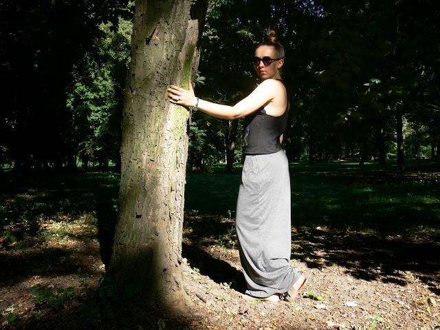 http://lookgaby.blogspot.com/2013/08/maxi-skirt_5.html