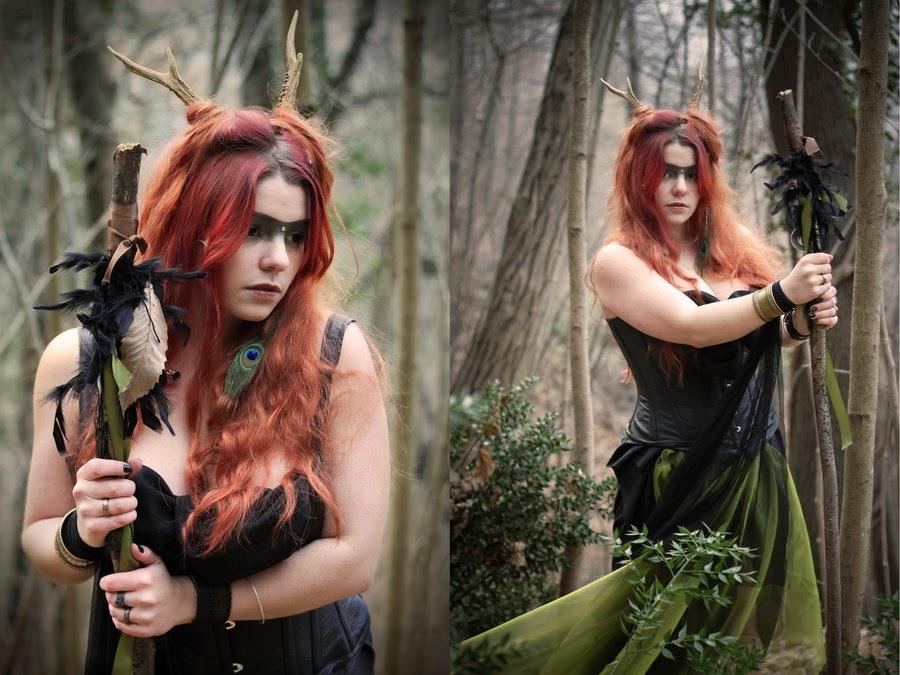 dyptique d'un cosplay féminin de shaman dans la foret