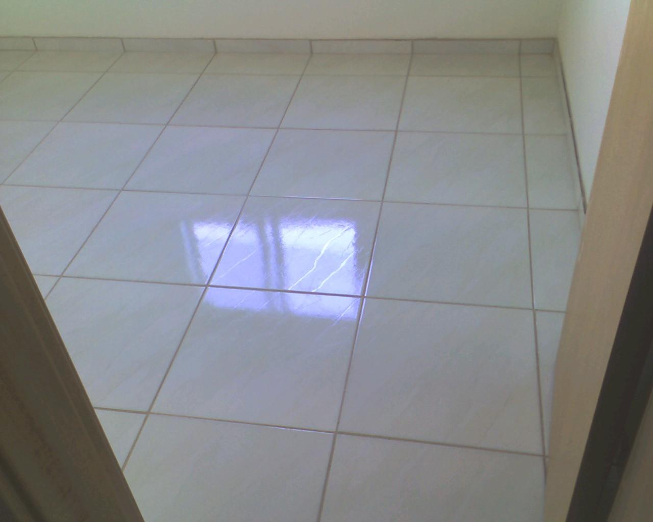Reforma realizada em Caxias do Sul com colocação de azulejo  #1D3BAE 1280x1024 Banheiro Antigo Reformado