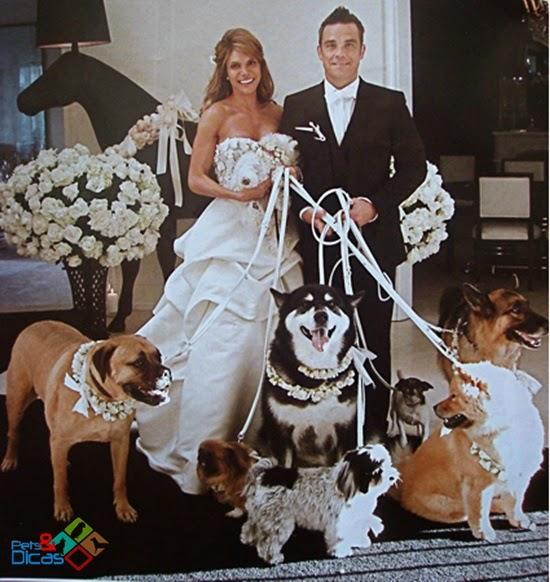 Noivos e seus cachorros de honra
